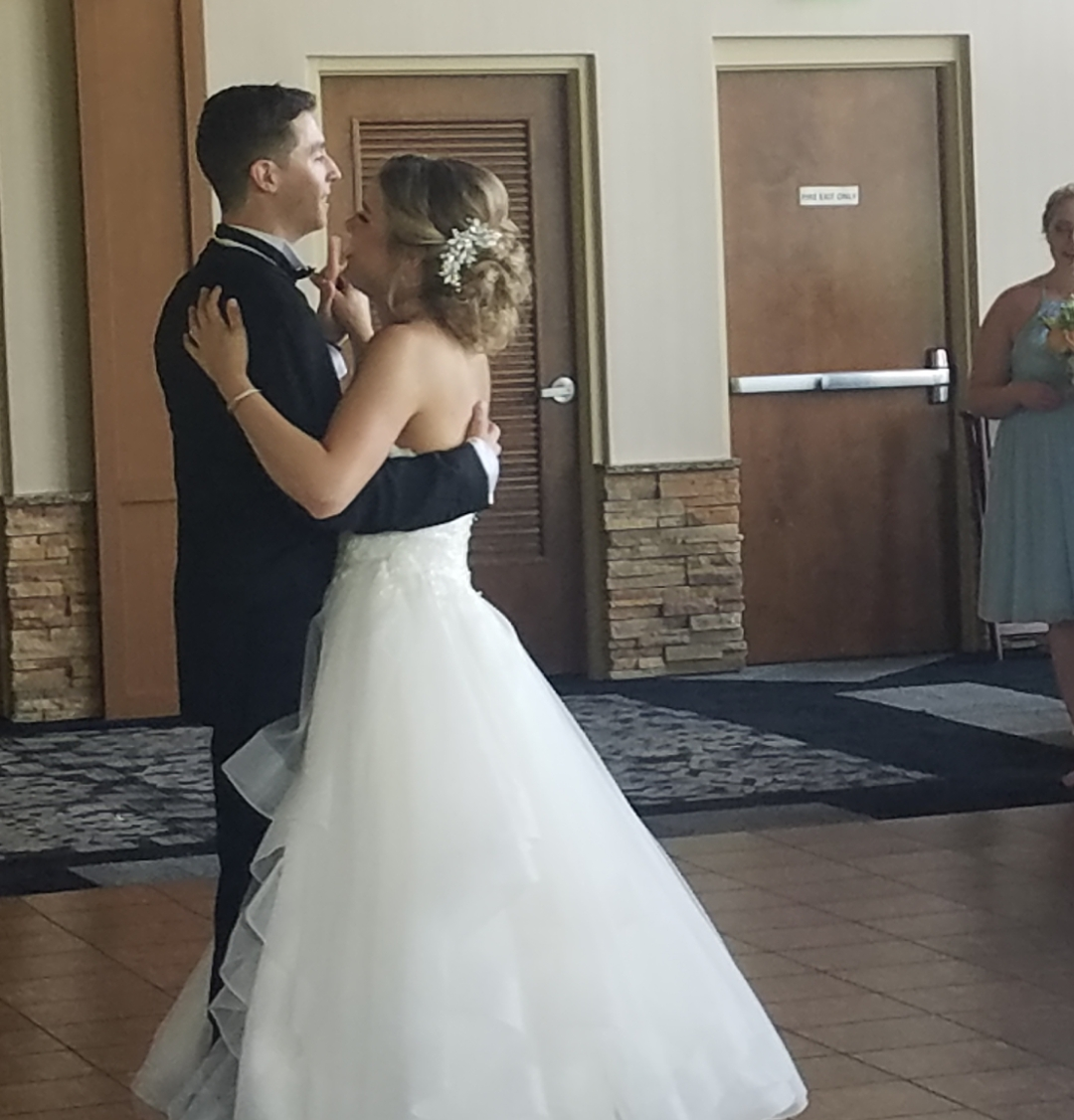First dance at Blue Mountain resort in Palmerton,Pa Lehigh valley fun wedding dj's