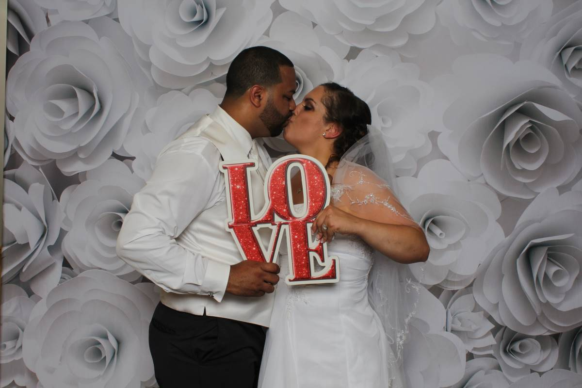 Wedding Reception Bride and Groom photo booth kiss at Willow Tree Grove Orefield, Pa